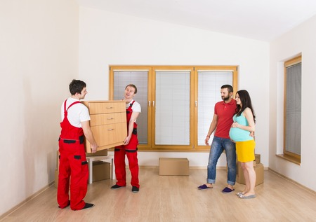packing: Movers in new house with young family
