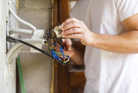 operaia: Elettricista di lavoro