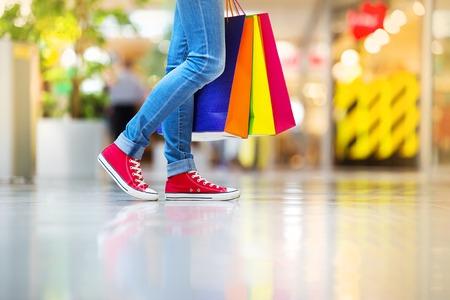 stores: Meisje winkelen