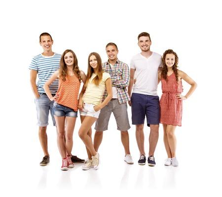Grupo de estudiantes de adolescente feliz de pie, aislado en el fondo blanco Mejores amigos Foto de archivo