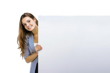 Succesvolle zakenvrouw is permanent en houden lege banner, geïsoleerde achtergrond.