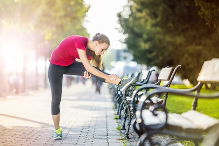 Young female runner is jogging in the city on a quay. Sport lifestyle. 版權商用圖片 - 32312599
