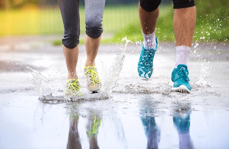 couple in rain: Young runners