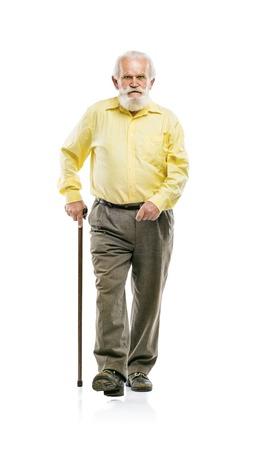 hombre con barba: Viejo hombre con barba activo caminando con bast�n aislado en el fondo blanco