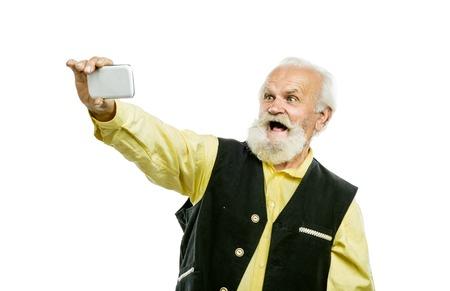 タブレットで年配の男性
