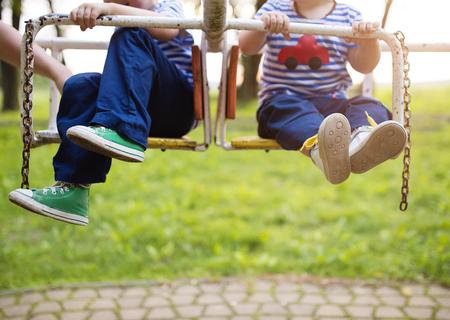 jugar: Dos niños  Foto de archivo