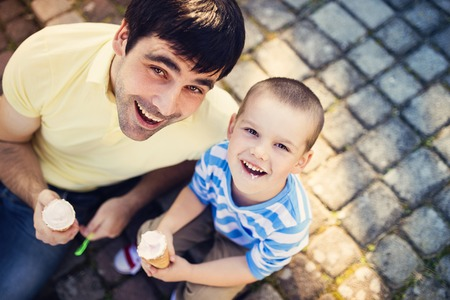 personas felices: Padre e hijo