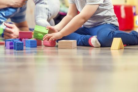 enfant qui joue: P�re et filles