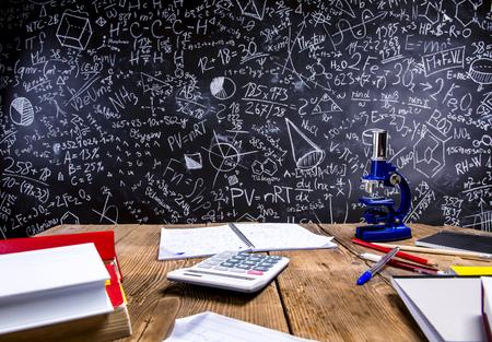 Groot bord met Mathematicals symbolen en formules Stockfoto