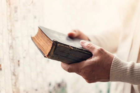 Unrecognizable woman holding a bible in her hands Stockfoto