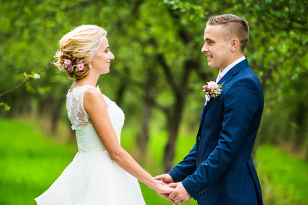 Beautiful young wedding couple outside in nature Standard-Bild