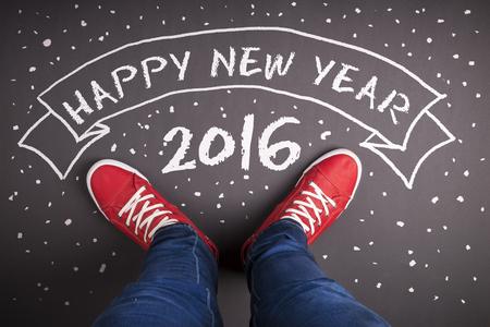 nowy: Szczęśliwy skład nowego roku. Studio strzał na drewnianym tle.