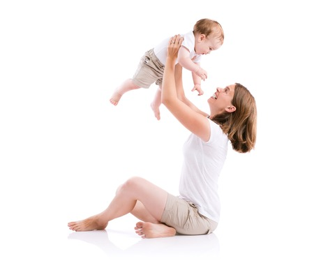 그녀의 아들과 함께 아름 다운 어머니입니다. 스튜디오 흰색 배경에 쐈 어. 스톡 콘텐츠
