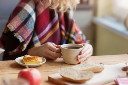 woman window: Beautiful woman relaxing at home with notebook and cup of  coffee Stock Photo