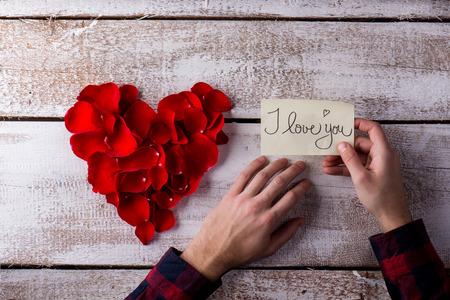 te amo: Valentines day composition. Studio shot on white wooden background. Foto de archivo