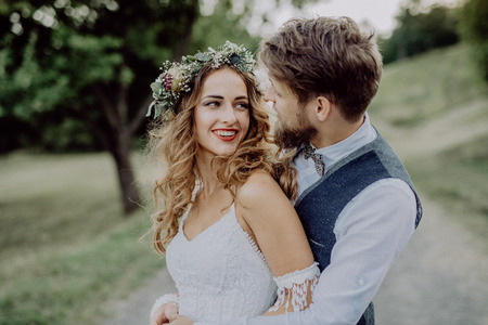 Beautiful bride and groom in green nature. Stok Fotoğraf
