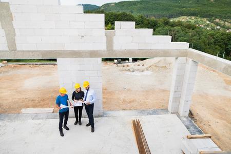 건축가 및 건설 현장에서 노동자입니다.