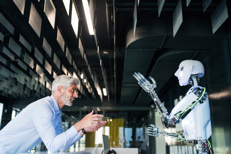 成熟したビジネスマンやロボットの科学者。