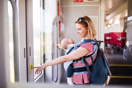 Young mother travelling with baby by train. Banque d'images