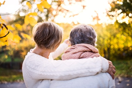 Senior women on a walk in autumn nature. Banque d'images