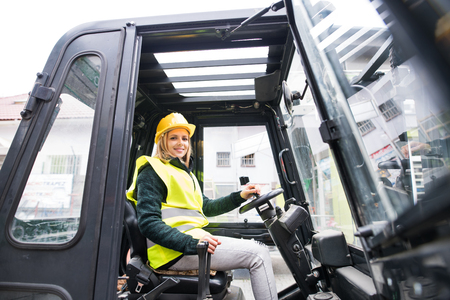 Woman forklift truck driver in an industrial area. Stockfoto - 91141718