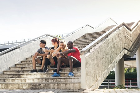 Young runners in the city sitting on the stairs. Banque d'images
