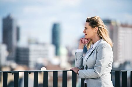 A portrait of young businesswoman standing outdoors. Copy space. Stockfoto