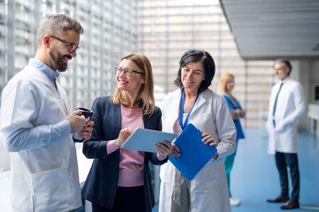 Group of doctors talking to pharmaceutical sales representative. Standard-Bild