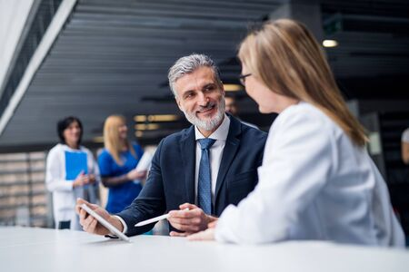 Doctor talking to a pharmaceutical sales representative. Standard-Bild