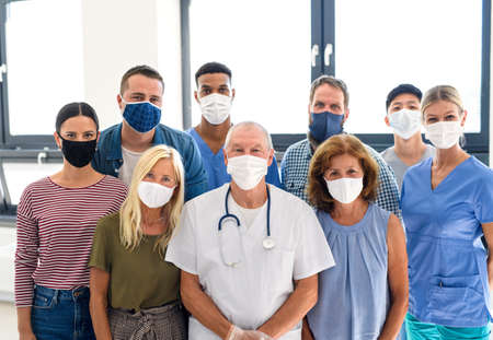 Portrait of doctor and people with face masks, coronavirus, covid-19 and vaccination concept. Standard-Bild