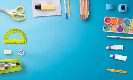 Flat lay top view of school supplies, back to school concept. Copy space. Standard-Bild