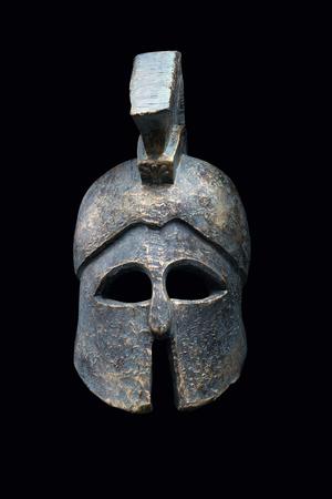 casco rojo: Casco militar espartana en el fondo