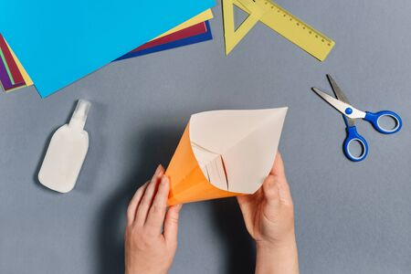 We make a fish out of colored paper. Glue the body of the fish. DIY concept. Step by step instructions for children. Step 6.