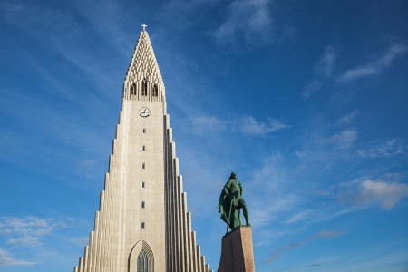 leif: The statue of Leif Eriksson in front of Hallgrímskirkja, central Reykjavik, Iceland Editorial