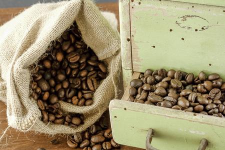 coffee with old grinder Zdjęcie Seryjne - 119433842