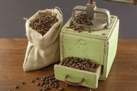 coffee with old grinder Zdjęcie Seryjne - 119433854
