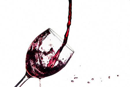 Glass of spilled wine splashing out Zdjęcie Seryjne - 119434270