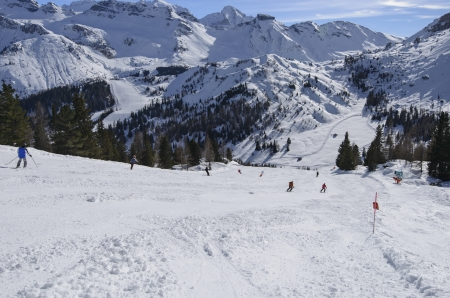 skipiste: steilen Ski mit schweren Schnee, Arabba laufen, helle Schnee auf Skipiste in Dolomiten in wichtigen Skigebiet Lizenzfreie Bilder