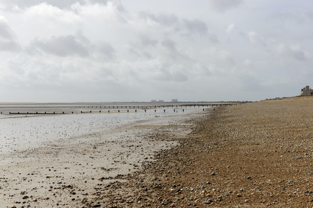 romney: view, at low tide time, of the sea and the shingle beach at New Romney, Kent Stock Photo