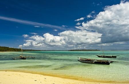 zanzibar: Drie vissersboten op de noordelijke kust van Zanzibar Stockfoto