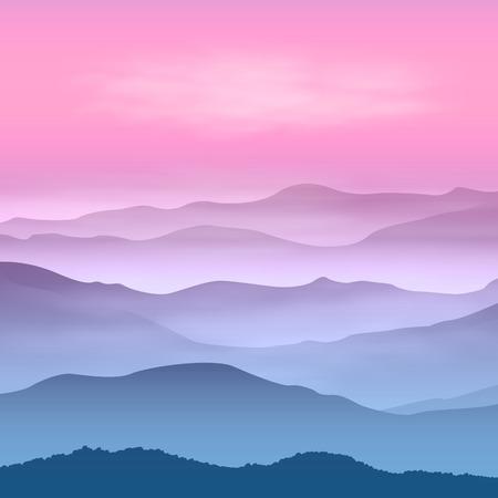 霧の中で山の背景。日没の時間。