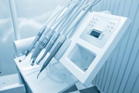 Tools of dentist in a dentist office. Blue tone. Standard-Bild