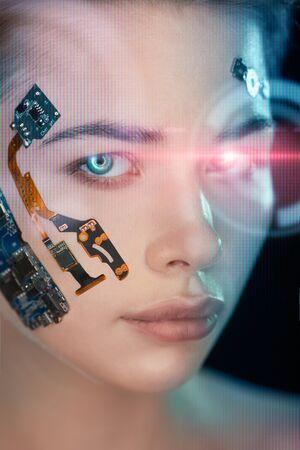 Retrato de un rostro de mujer hermosa con mitad rostro humano y mitad robot de rostro.