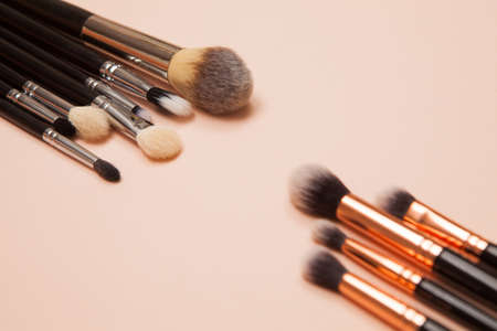 Various cosmetic brushes on pink background. Makeup brushes set for take care skin. Standard-Bild