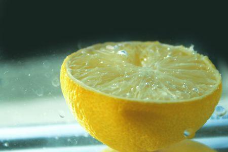 acqua di seltz: Mezzo limone e soda