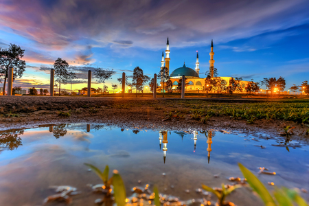 JOHOR BAHRU,Malaysia- 19 October 2017 : The Long Exposure Picture Of Sultan Iskandar mosque With The Golden Sunset As A Background Banco de Imagens