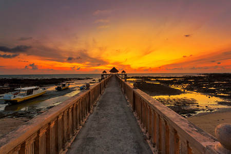 A long exposure picture of majestic sunrise with a jetty as a background at Tanjung Balau, Johore Standard-Bild - 121092385
