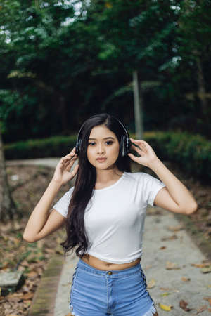 healthy lifestyle sports woman rest a while and enjoying music with headphone Stok Fotoğraf