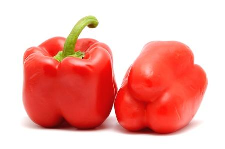 2 赤ピーマン、白い背景上に配置。