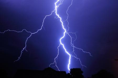 Nachtaufnahme mit gro�en Gewitter